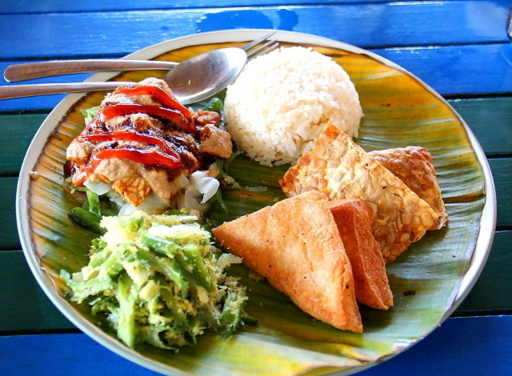 """Photo of Bale Sampan  by <a href=""""/members/profile/reissausta%20ja%20ruokaa"""">reissausta ja ruokaa</a> <br/>Gado-gado is otherwise vegan dish, but ask it without egg.  <br/> November 23, 2016  - <a href='/contact/abuse/image/82873/193554'>Report</a>"""
