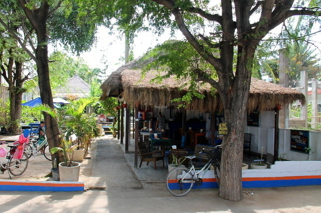 """Photo of Bale Sampan  by <a href=""""/members/profile/reissausta%20ja%20ruokaa"""">reissausta ja ruokaa</a> <br/>Bale Sampan is located by the beach road.  <br/> November 23, 2016  - <a href='/contact/abuse/image/82873/193557'>Report</a>"""