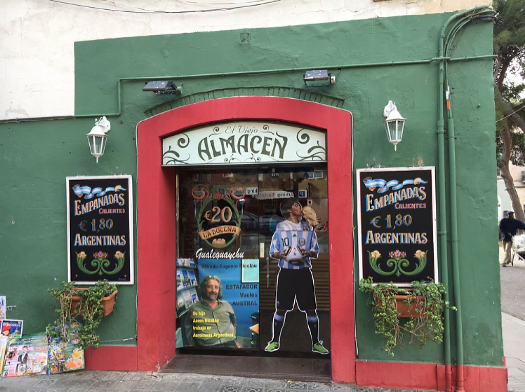 "Photo of El Viejo Almacen  by <a href=""/members/profile/hack_man"">hack_man</a> <br/>outside  <br/> November 19, 2016  - <a href='/contact/abuse/image/82932/191872'>Report</a>"