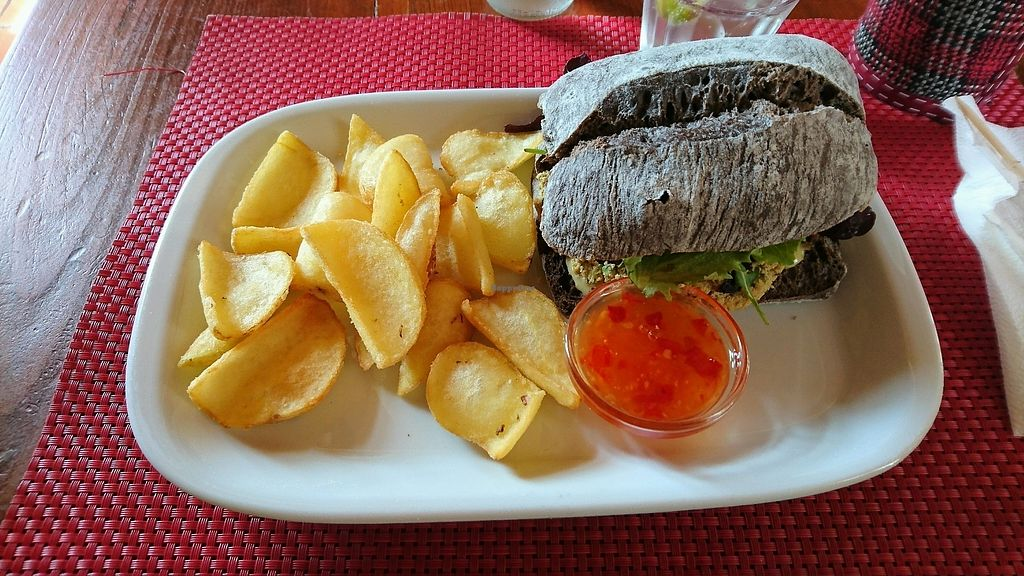 """Photo of Dromedário  by <a href=""""/members/profile/vliegertje"""">vliegertje</a> <br/>Tofu burger  <br/> April 1, 2018  - <a href='/contact/abuse/image/82949/379434'>Report</a>"""