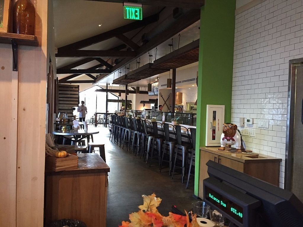 """Photo of Greenleaf Gourmet Chop Shop - 17th St  by <a href=""""/members/profile/Veganbloke"""">Veganbloke</a> <br/>View of the 'food' bar area from the 'drinks' bar area <br/> November 25, 2016  - <a href='/contact/abuse/image/82967/194209'>Report</a>"""