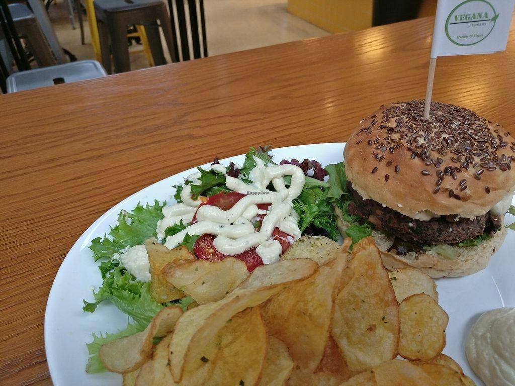 "Photo of Vegana Burgers - Mercado de Campo de Ouriqu  by <a href=""/members/profile/ZackPolanski"">ZackPolanski</a> <br/>Yummy! <br/> August 17, 2017  - <a href='/contact/abuse/image/83008/293714'>Report</a>"