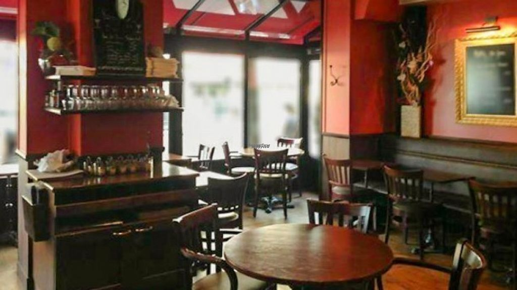 """Photo of L'Apollinaire  by <a href=""""/members/profile/LisaCupcake"""">LisaCupcake</a> <br/>Restaurant interior <br/> November 22, 2016  - <a href='/contact/abuse/image/83063/193225'>Report</a>"""
