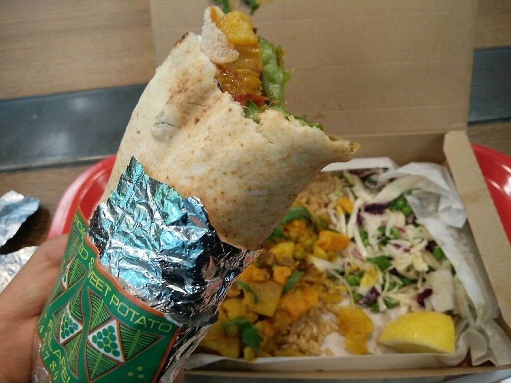 """Photo of LEON - Airport  by <a href=""""/members/profile/martinicontomate"""">martinicontomate</a> <br/>vegan falafel and gobi curry <br/> April 12, 2017  - <a href='/contact/abuse/image/83071/247265'>Report</a>"""