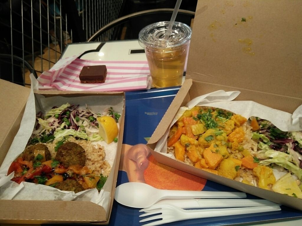 """Photo of LEON - Airport  by <a href=""""/members/profile/martinicontomate"""">martinicontomate</a> <br/>falafel and curry boxes, also the little brownie shortbread is vegan <br/> April 12, 2017  - <a href='/contact/abuse/image/83071/247266'>Report</a>"""