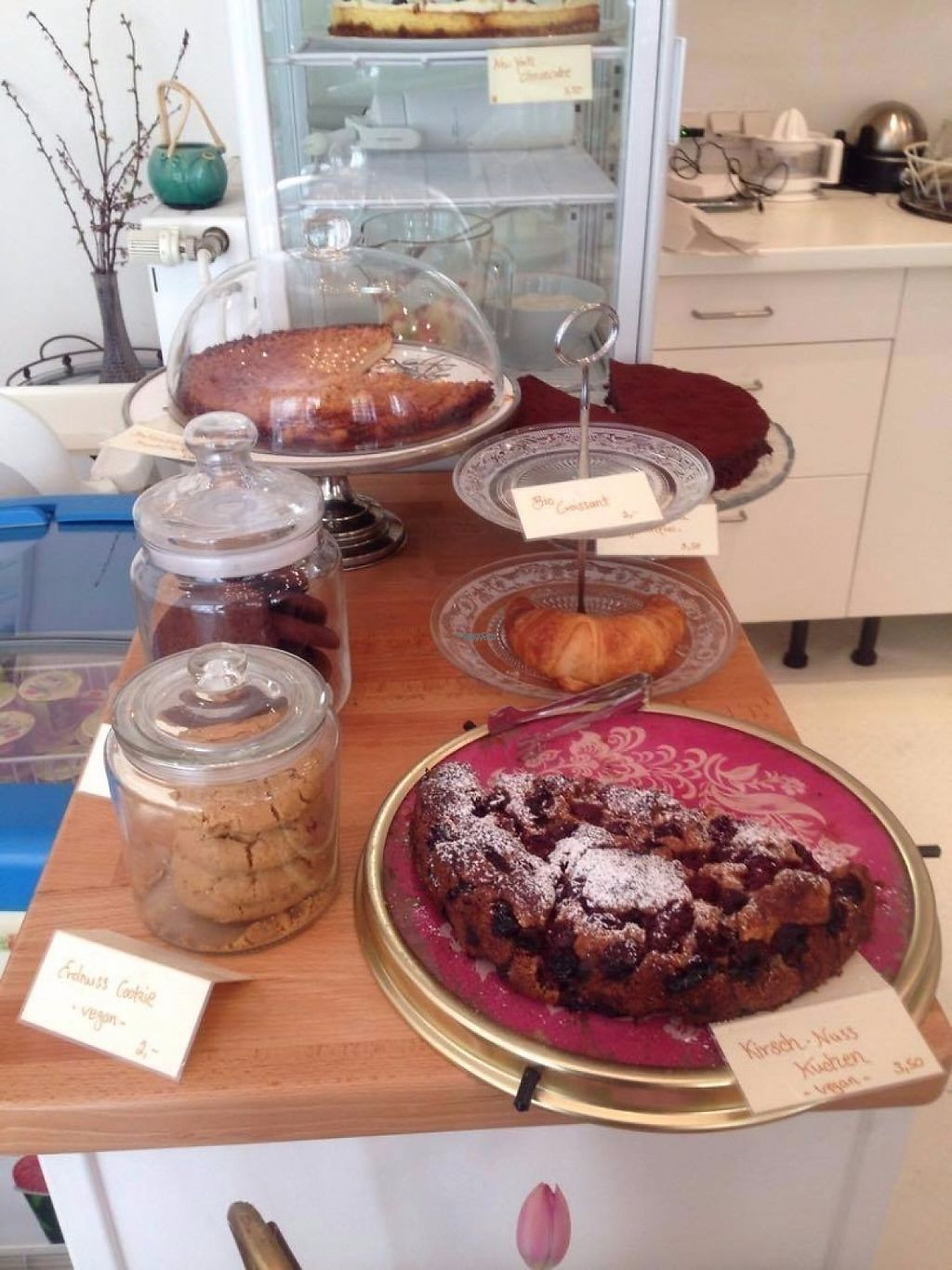 "Photo of Cafe Con Amore  by <a href=""/members/profile/Kyttiara"">Kyttiara</a> <br/>vegan cakes and cookies <br/> April 5, 2017  - <a href='/contact/abuse/image/83232/244930'>Report</a>"