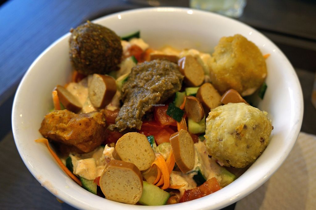 "Photo of Juicy and Tasty  by <a href=""/members/profile/Ricardo"">Ricardo</a> <br/>Oriental Salad Bowl + Vegan Sausage <br/> August 26, 2017  - <a href='/contact/abuse/image/83290/297453'>Report</a>"