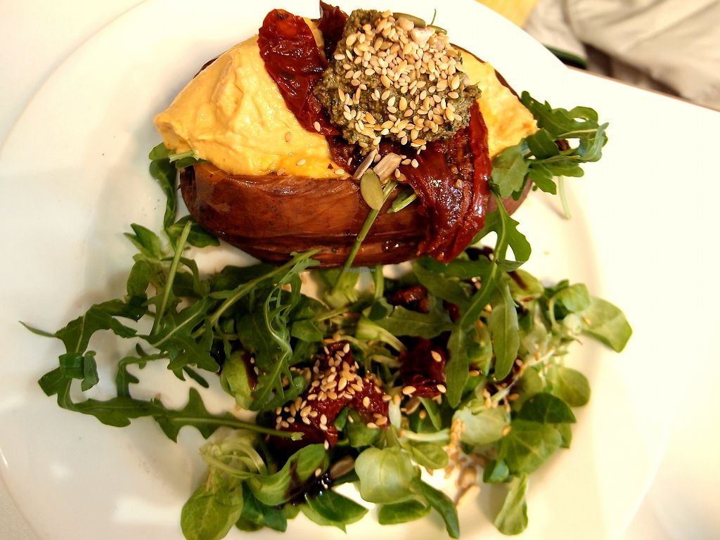 "Photo of Picnic  by <a href=""/members/profile/SofiaVegana"">SofiaVegana</a> <br/>Baked sweet potato with humus, sundried tomatoes, pesto and rocket <br/> August 30, 2017  - <a href='/contact/abuse/image/83322/298845'>Report</a>"
