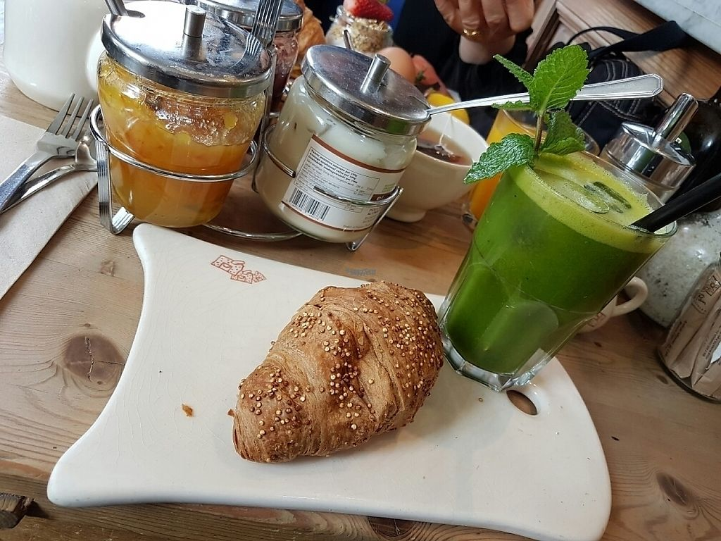 """Photo of Le Pain Quotidien - Gran Via  by <a href=""""/members/profile/Tasha2103"""">Tasha2103</a> <br/>Vegan Croissant ? <br/> March 22, 2017  - <a href='/contact/abuse/image/83346/239425'>Report</a>"""
