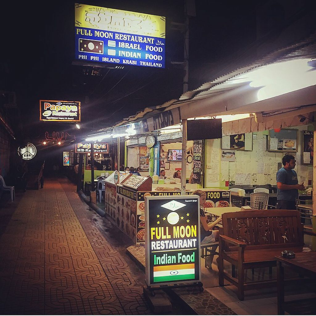 """Photo of Full Moon Restaurant  by <a href=""""/members/profile/MattiLuoma-Pantti"""">MattiLuoma-Pantti</a> <br/>full moon restaurant koh phi phi <br/> December 3, 2016  - <a href='/contact/abuse/image/83477/196947'>Report</a>"""