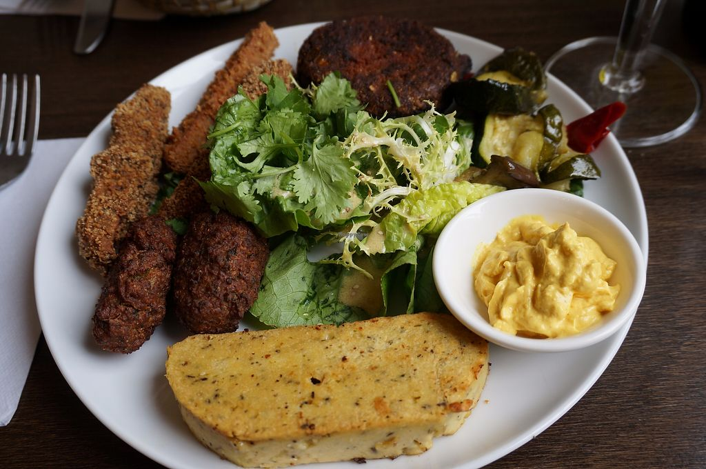"""Photo of Le Faitout Vegan  by <a href=""""/members/profile/Ricardo"""">Ricardo</a> <br/>Assiette Chaude <br/> August 15, 2017  - <a href='/contact/abuse/image/83489/292996'>Report</a>"""