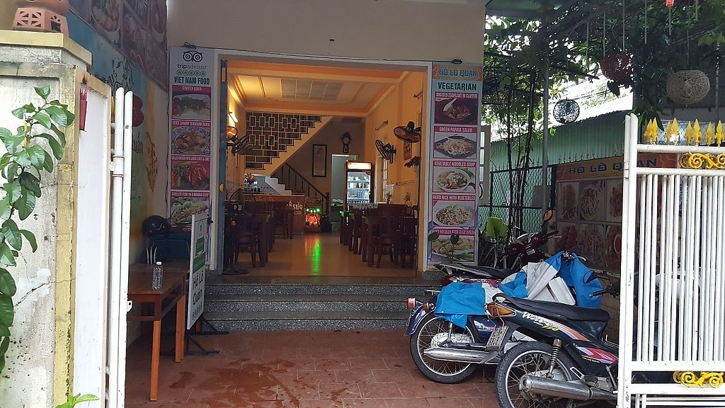 """Photo of Ho Lo Quan  by <a href=""""/members/profile/yehadut"""">yehadut</a> <br/>View of restaurant from street <br/> December 4, 2016  - <a href='/contact/abuse/image/83543/197120'>Report</a>"""