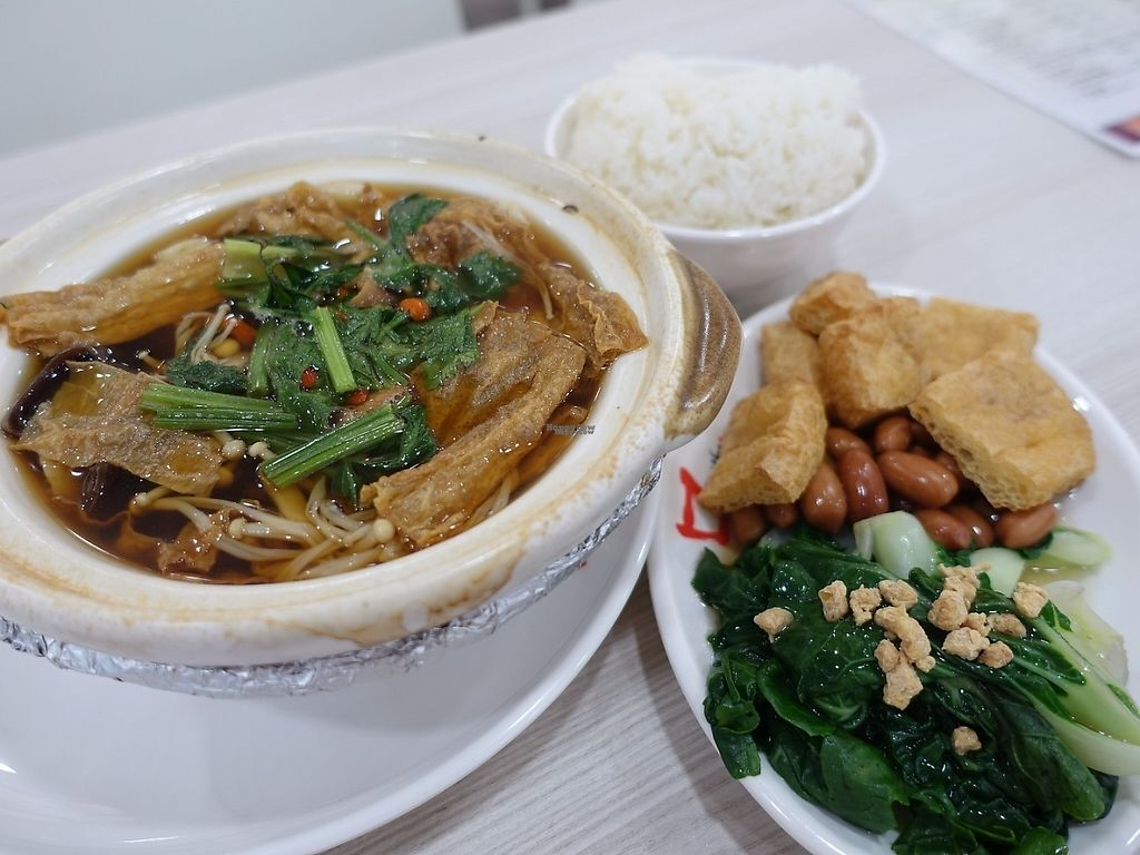 "Photo of CLOSED: The Green Hut - Bukit Merah  by <a href=""/members/profile/JimmySeah"">JimmySeah</a> <br/>Claypot Bak Kut Teh <br/> January 15, 2017  - <a href='/contact/abuse/image/83624/212167'>Report</a>"