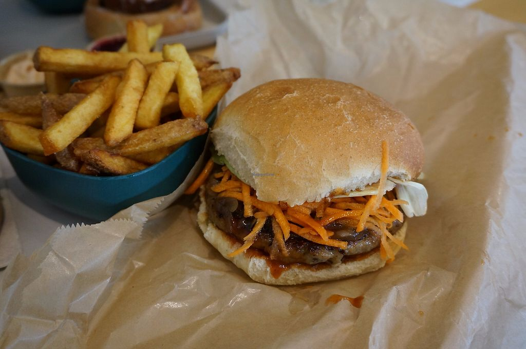 """Photo of Season Square  by <a href=""""/members/profile/Ricardo"""">Ricardo</a> <br/>BBQ Burger <br/> October 29, 2017  - <a href='/contact/abuse/image/83791/319886'>Report</a>"""