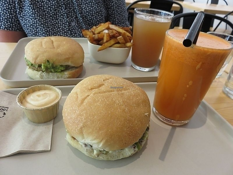 """Photo of Season Square  by <a href=""""/members/profile/TrudiBruges"""">TrudiBruges</a> <br/>burgers at Season Square, Paris <br/> November 16, 2017  - <a href='/contact/abuse/image/83791/326148'>Report</a>"""