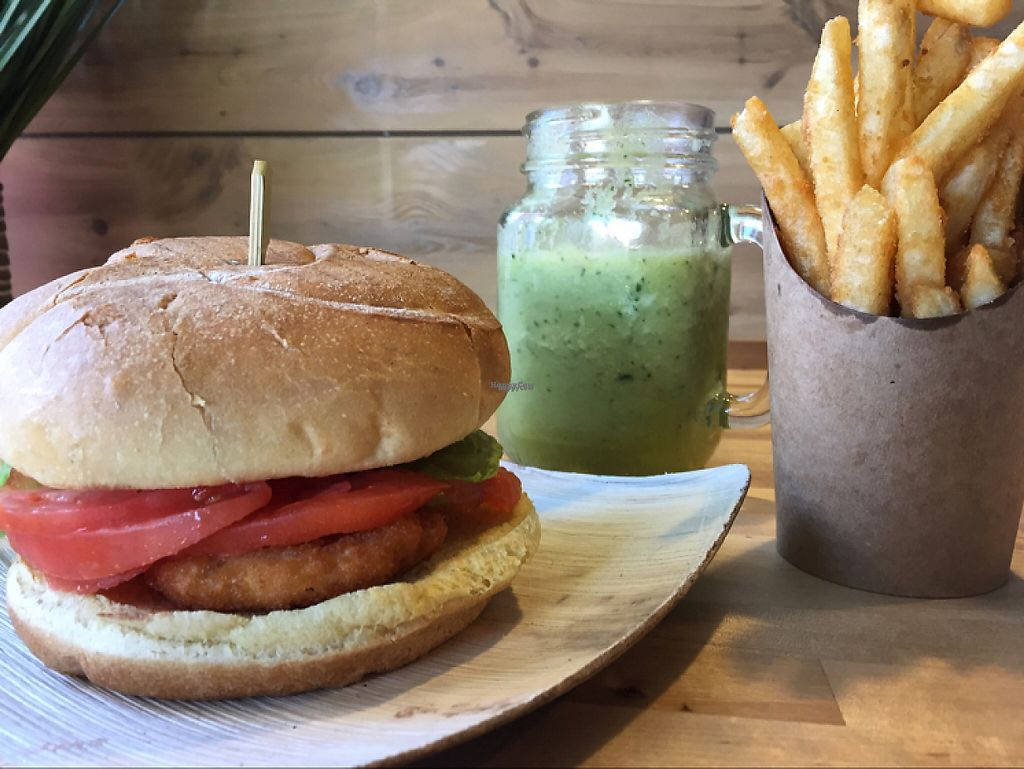 "Photo of Cafe Verve  by <a href=""/members/profile/TheHappyVegan92"">TheHappyVegan92</a> <br/>Crispy chick'n sandwich, fries, citrus detox smoothie <br/> December 27, 2016  - <a href='/contact/abuse/image/83830/205394'>Report</a>"