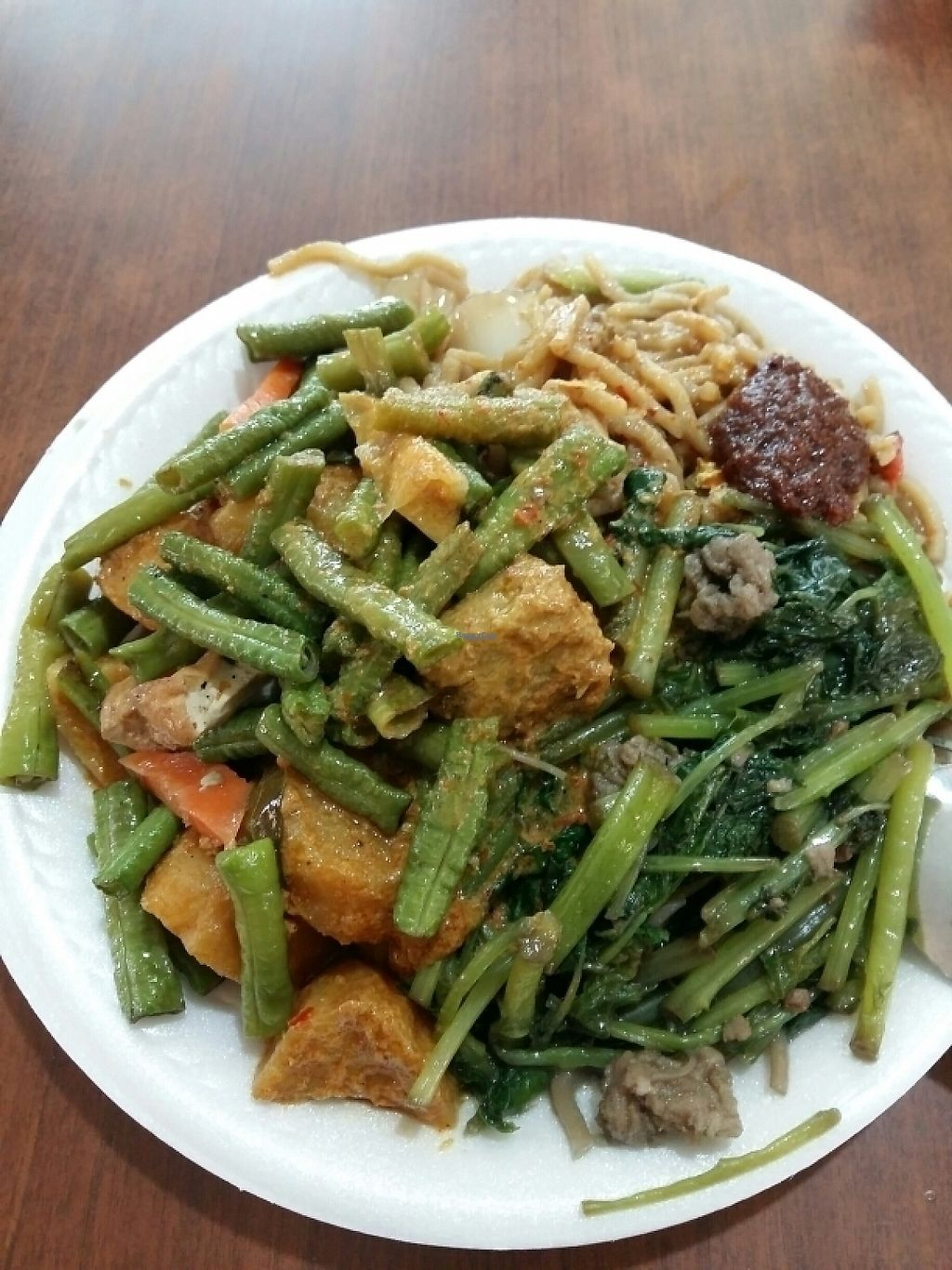 "Photo of Su Yuan Vegetarian Food  by <a href=""/members/profile/RichardLee"">RichardLee</a> <br/>Yellow noodle with rendang curry, fried long beans with tofu & spinach @$3 <br/> December 12, 2016  - <a href='/contact/abuse/image/83880/200131'>Report</a>"