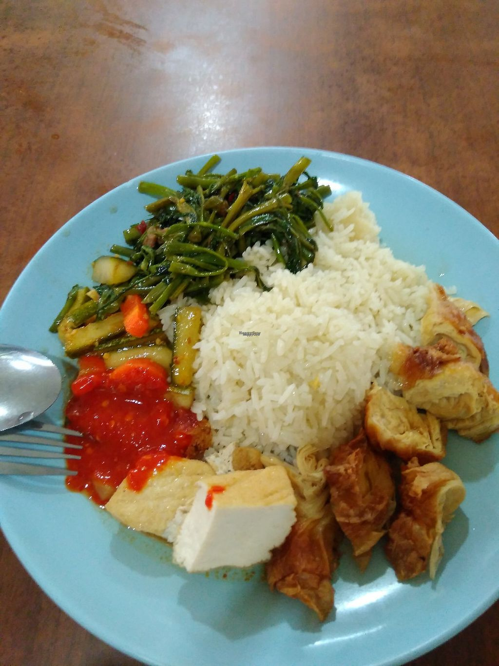 "Photo of Su Yuan Vegetarian Food  by <a href=""/members/profile/RichardLee"">RichardLee</a> <br/>Vegetarian Chicken Rice with added Kangkong vegetables @$3.50 <br/> January 12, 2017  - <a href='/contact/abuse/image/83880/211258'>Report</a>"