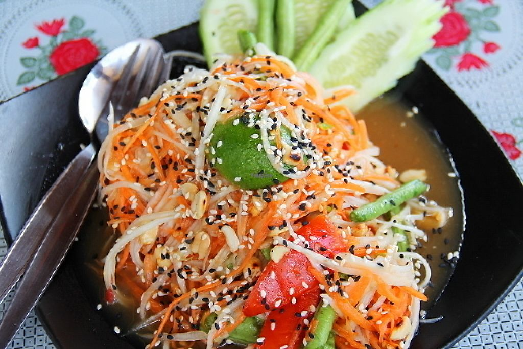 """Photo of Happy Veggie  by <a href=""""/members/profile/reissausta%20ja%20ruokaa"""">reissausta ja ruokaa</a> <br/>Som tam = salad of raw papaya <br/> March 25, 2017  - <a href='/contact/abuse/image/83999/240768'>Report</a>"""