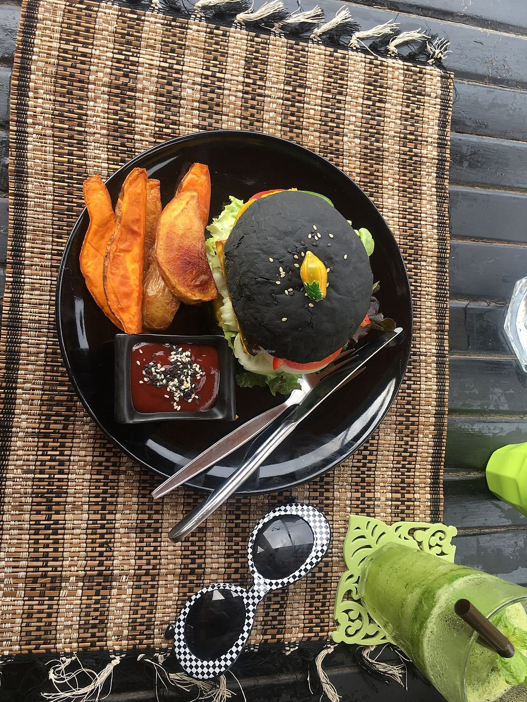 """Photo of Happy Veggie  by <a href=""""/members/profile/ShannonTran"""">ShannonTran</a> <br/>Tofu burger <br/> December 11, 2017  - <a href='/contact/abuse/image/83999/334557'>Report</a>"""