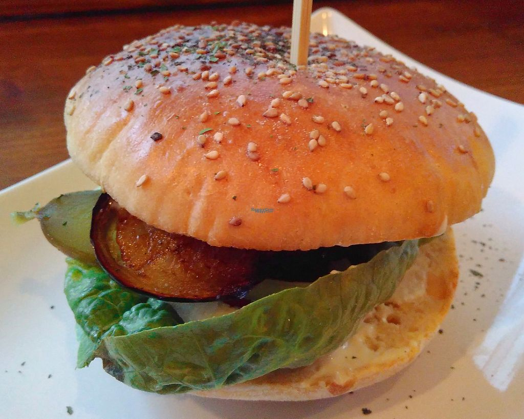 "Photo of Nimm's Grun  by <a href=""/members/profile/Menne"">Menne</a> <br/>One of the vegan burger <br/> December 27, 2016  - <a href='/contact/abuse/image/84110/205341'>Report</a>"