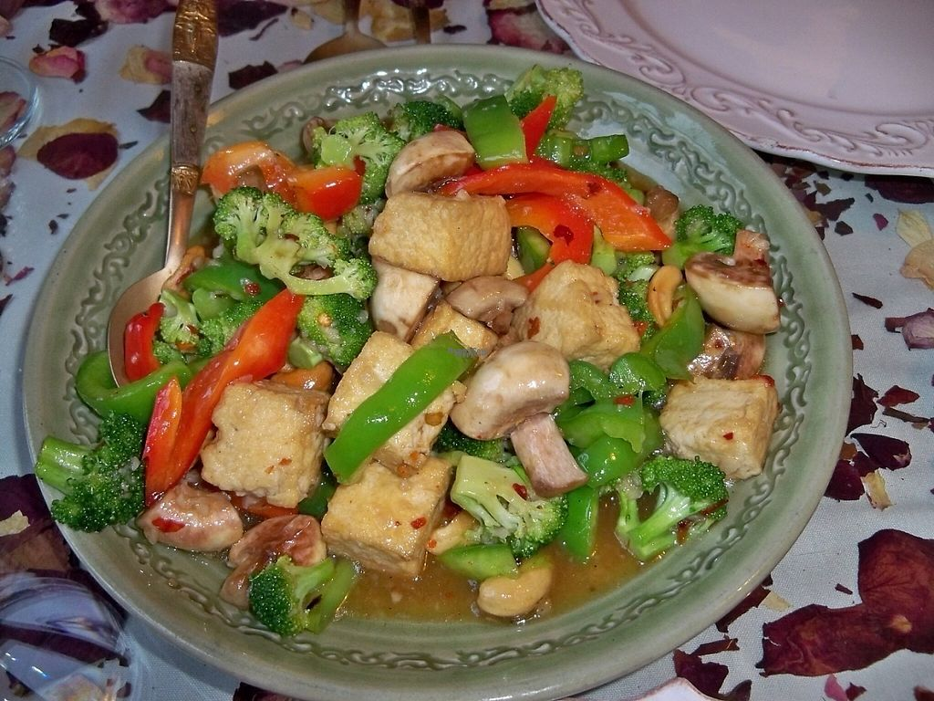 "Photo of Khu Larb Thai   by <a href=""/members/profile/laloofah"">laloofah</a> <br/>""Cashew"" on the ""From the Wok"" menu section, with tofu: broccoli, mushrooms, red& green bell peppers, cashews, tofu <br/> December 19, 2016  - <a href='/contact/abuse/image/84170/202815'>Report</a>"