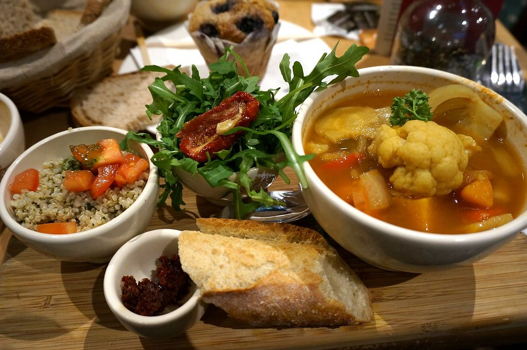 """Photo of Le Pain Quotidien - Opera  by <a href=""""/members/profile/Ricardo"""">Ricardo</a> <br/>Pot-au-feu aux légumes + Muffin on the back <br/> December 17, 2017  - <a href='/contact/abuse/image/84209/336583'>Report</a>"""