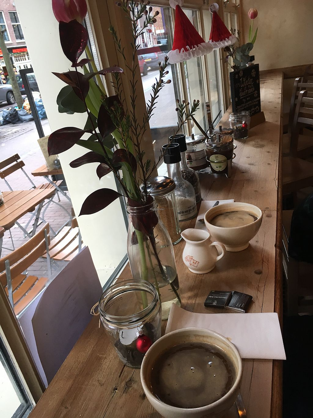 "Photo of Le Pain Quotidien - Nieuwezijds  by <a href=""/members/profile/hack_man"">hack_man</a> <br/>Window seat area  <br/> January 2, 2018  - <a href='/contact/abuse/image/84213/341987'>Report</a>"