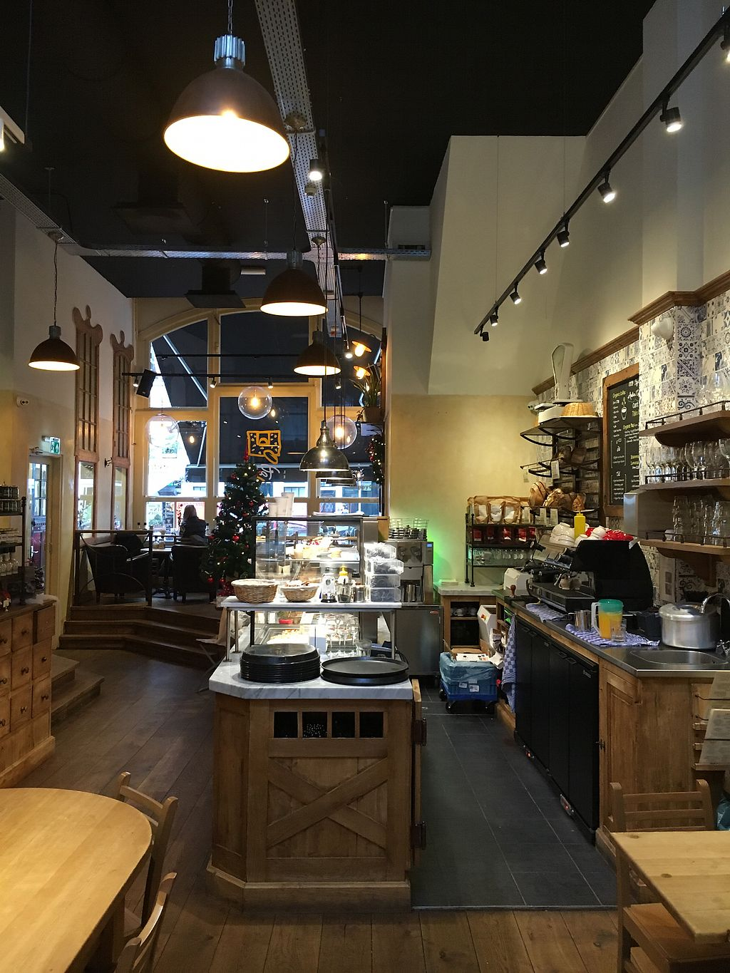 "Photo of Le Pain Quotidien - Nieuwezijds  by <a href=""/members/profile/hack_man"">hack_man</a> <br/>Inside  <br/> January 2, 2018  - <a href='/contact/abuse/image/84213/342002'>Report</a>"