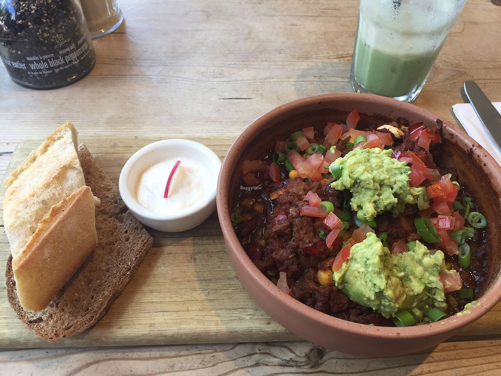 """Photo of Le Pain Quotidien - Victoria  by <a href=""""/members/profile/Kimxula"""">Kimxula</a> <br/>vegan """"child sin carne"""" and vegan iced matcha with almond milk <br/> July 5, 2017  - <a href='/contact/abuse/image/84222/276844'>Report</a>"""
