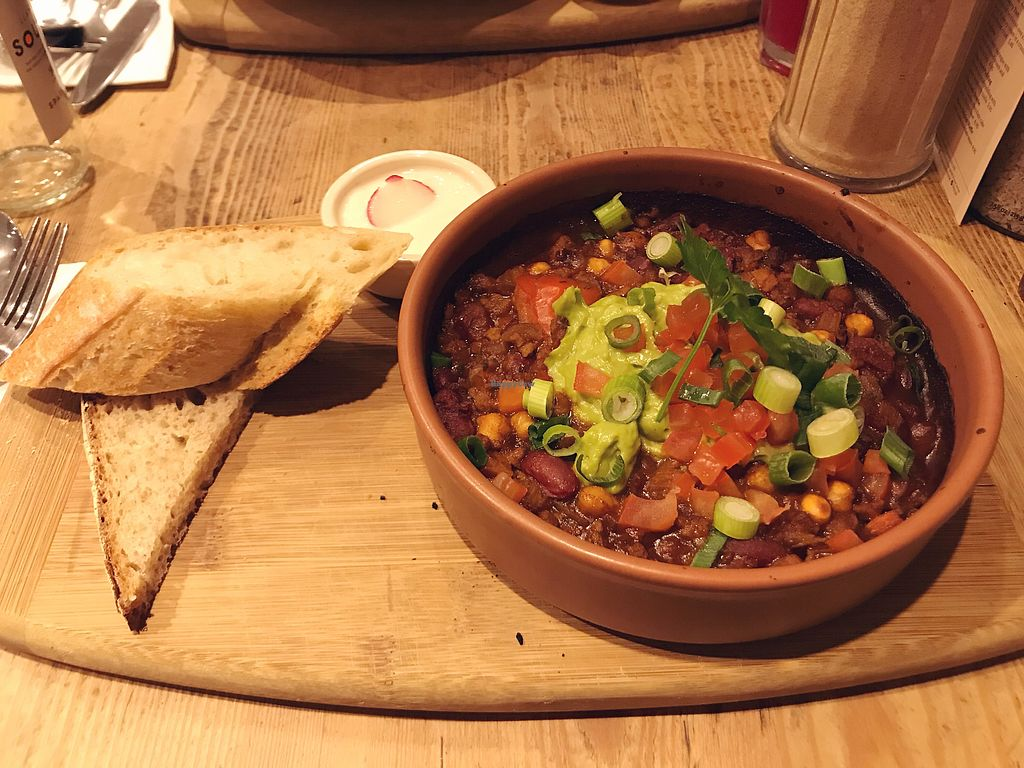 "Photo of Le Pain Quotidien - Oxford Circus  by <a href=""/members/profile/veganbetty5"">veganbetty5</a> <br/>Chilli sin carne  <br/> March 11, 2018  - <a href='/contact/abuse/image/84232/369377'>Report</a>"
