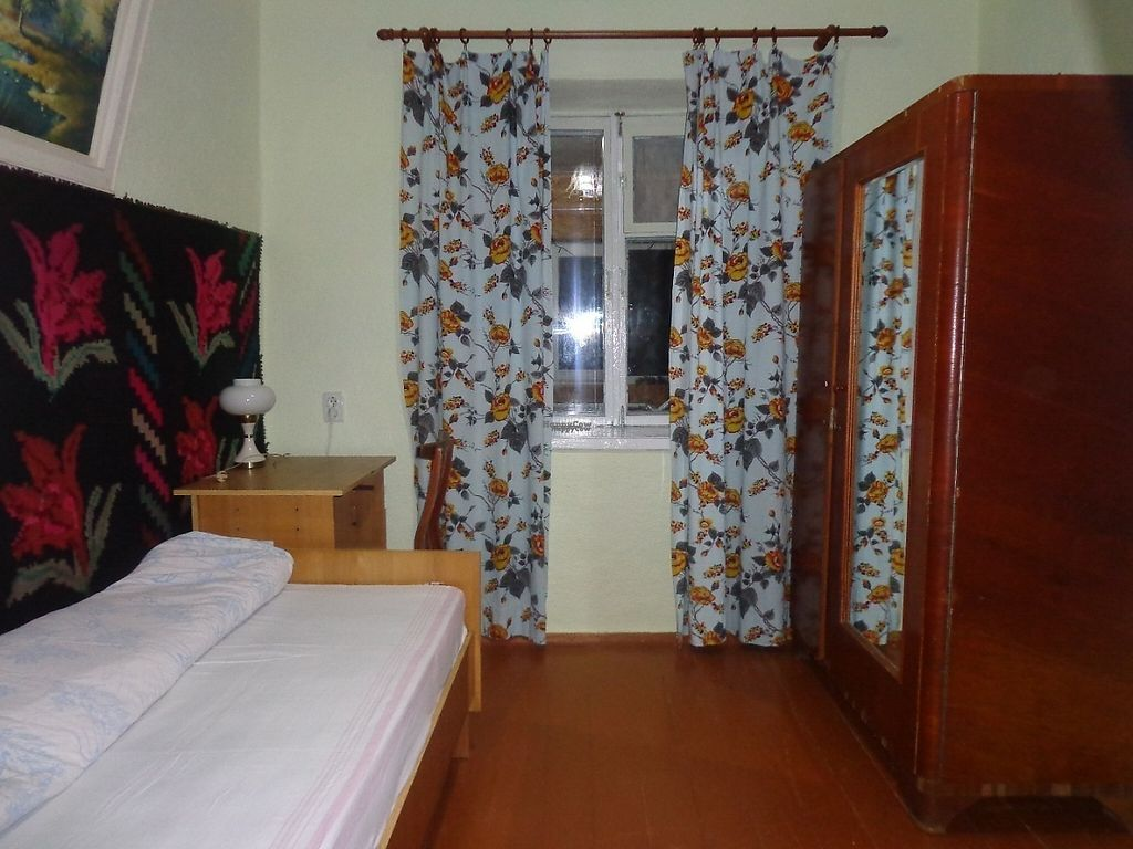 "Photo of CostelHostel  by <a href=""/members/profile/constantinfurtuna"">constantinfurtuna</a> <br/>Single Room <br/> February 23, 2017  - <a href='/contact/abuse/image/84280/229600'>Report</a>"