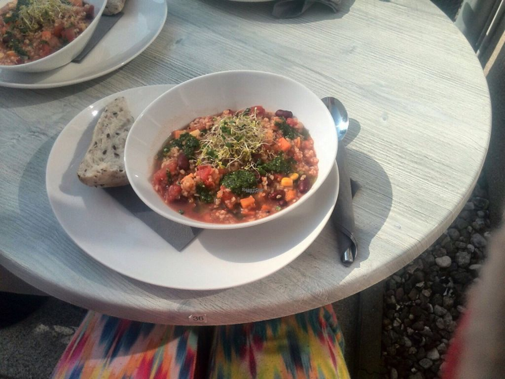 "Photo of Kaffeeküche  by <a href=""/members/profile/Suesoya"">Suesoya</a> <br/>Chili sin carne with bulgur and vegan pesto <br/> April 4, 2017  - <a href='/contact/abuse/image/84318/244697'>Report</a>"