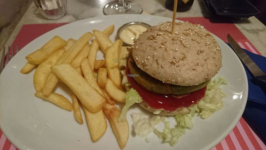 """Photo of Deluxe Burger  by <a href=""""/members/profile/KennyVdm"""">KennyVdm</a> <br/>Veggie """"Oilsjteneer burger"""" <br/> January 1, 2017  - <a href='/contact/abuse/image/84377/206829'>Report</a>"""