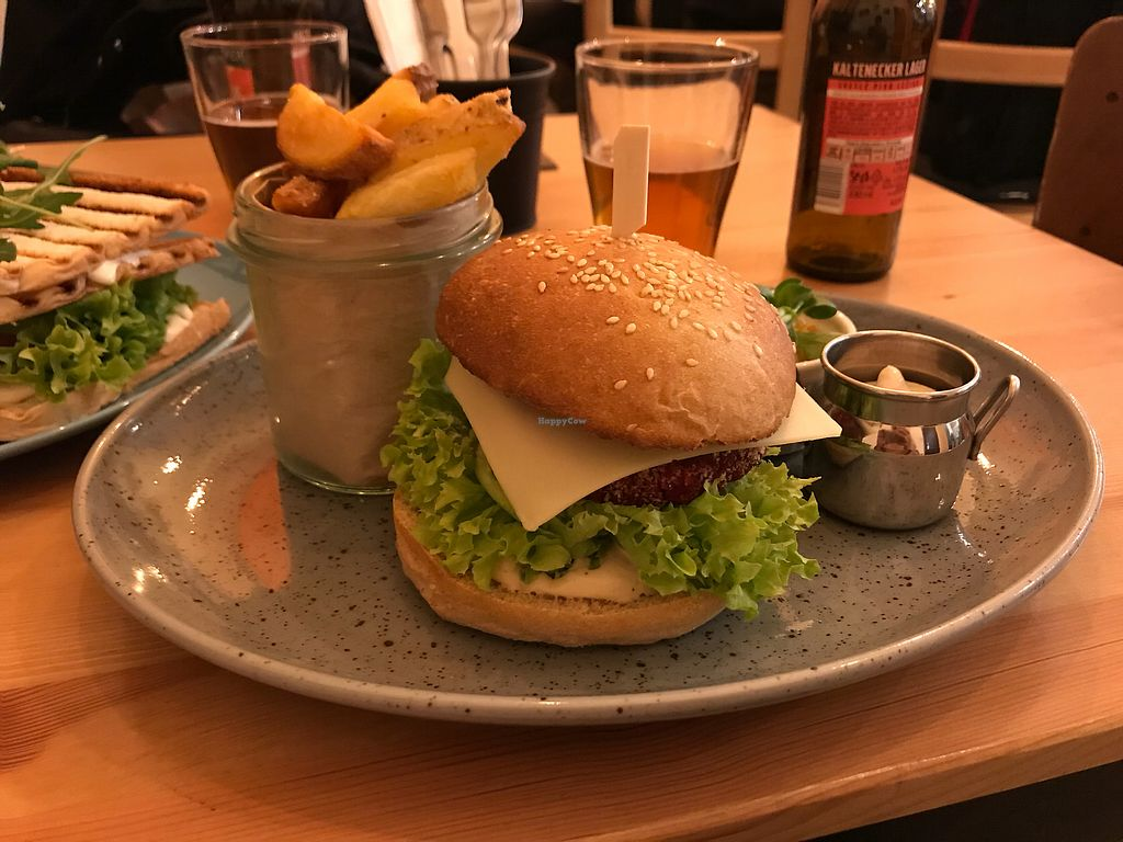 "Photo of Balans Bistro  by <a href=""/members/profile/AnaBanannaPancake"">AnaBanannaPancake</a> <br/>Balans burger  <br/> February 22, 2018  - <a href='/contact/abuse/image/84394/362370'>Report</a>"