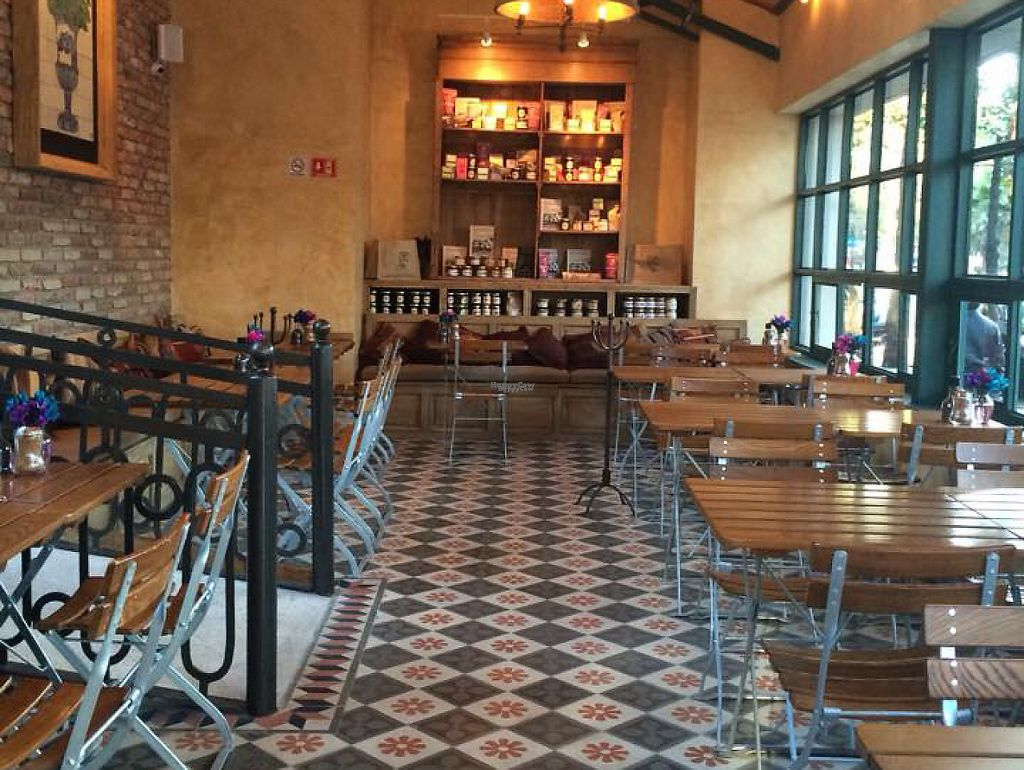 """Photo of Le Pain Quotidien - Roma  by <a href=""""/members/profile/community"""">community</a> <br/>Le Pain Quotidien - Roma is located in one of the most emblematic streets of Colonia Roma, this branch will make you have an organic and high quality experience with products such as our traditional homemade bread, specialties such as breakfasts, hot drinks and dishes for lunch and dinner <br/> January 24, 2017  - <a href='/contact/abuse/image/84407/216112'>Report</a>"""