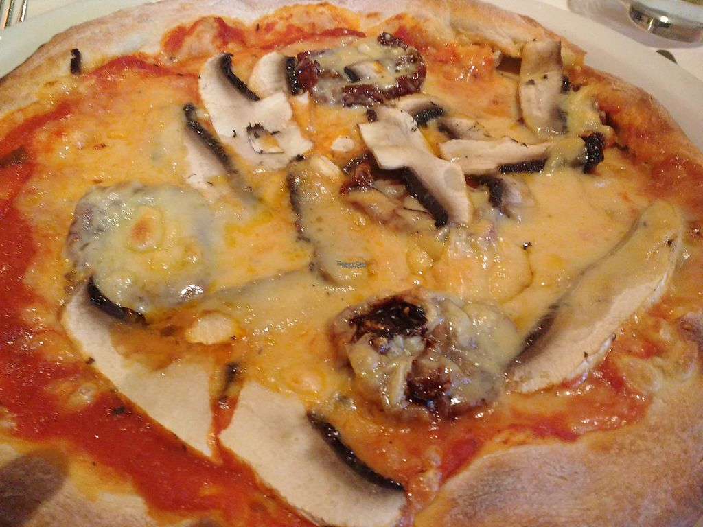 "Photo of Bartellas  by <a href=""/members/profile/78lty"">78lty</a> <br/>Extremely cheesy vegan pizza! Delicious <br/> January 2, 2017  - <a href='/contact/abuse/image/84482/207266'>Report</a>"