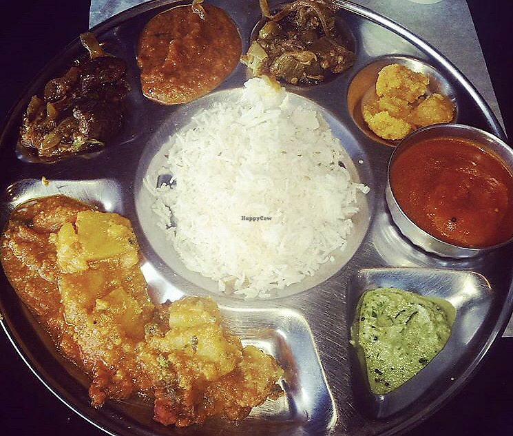 "Photo of Banana Leaf Restaurant  by <a href=""/members/profile/Tabgreenvegan"">Tabgreenvegan</a> <br/>Buffet <br/> March 28, 2018  - <a href='/contact/abuse/image/84559/377452'>Report</a>"