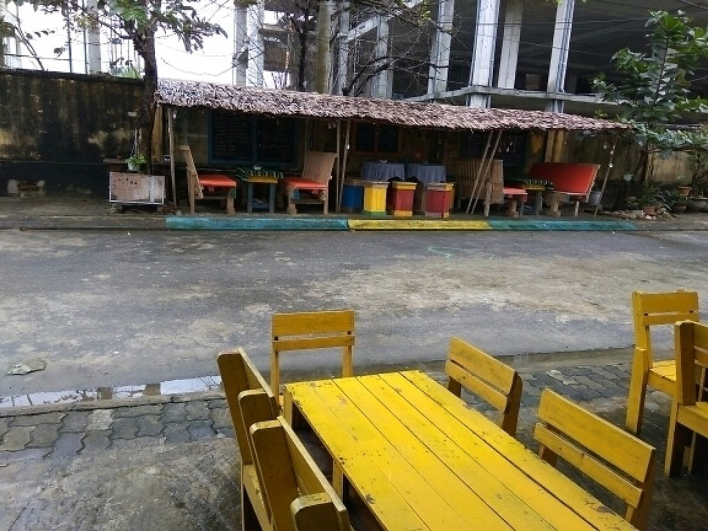 """Photo of CLOSED: Cay Me - Tamarind Tree  by <a href=""""/members/profile/Miggi"""">Miggi</a> <br/>from restaurant to outside seating area <br/> January 10, 2017  - <a href='/contact/abuse/image/84856/210330'>Report</a>"""