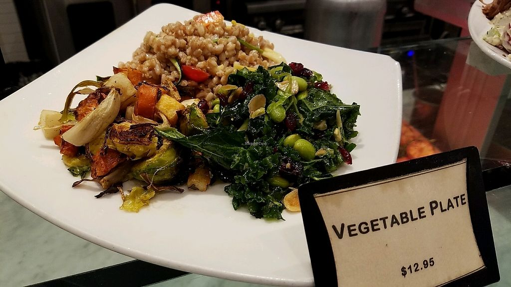 """Photo of SFO - Napa Farms Market - T2  by <a href=""""/members/profile/eric"""">eric</a> <br/>vegetable plate <br/> December 31, 2017  - <a href='/contact/abuse/image/84928/341403'>Report</a>"""