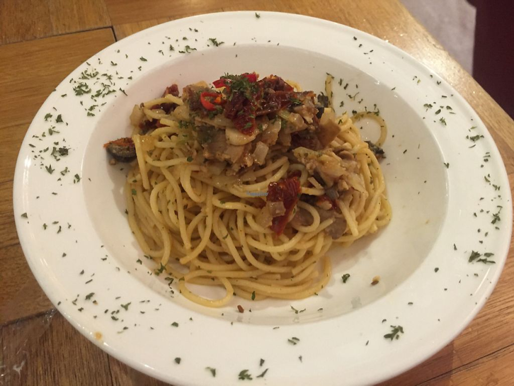 """Photo of Kubrick  by <a href=""""/members/profile/SamanthaIngridHo"""">SamanthaIngridHo</a> <br/>Spaghetti with sundried tomatoes, garlic and chili oil <br/> January 7, 2017  - <a href='/contact/abuse/image/85004/208922'>Report</a>"""
