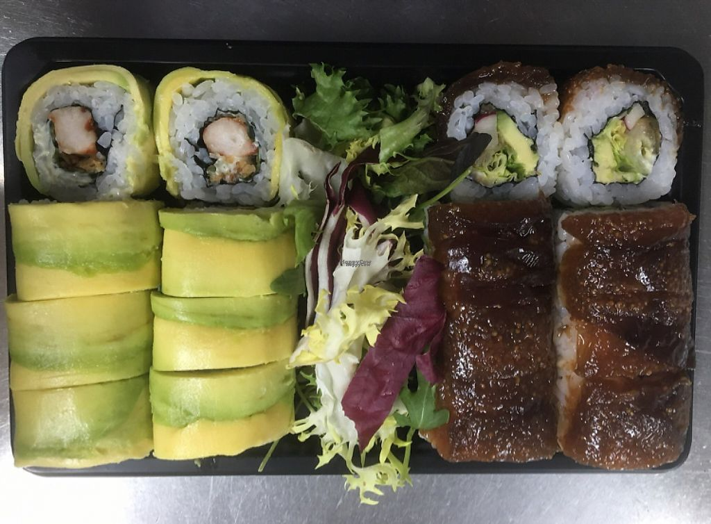 """Photo of Sushisa  by <a href=""""/members/profile/Kukiaries"""">Kukiaries</a> <br/>bandeja de sushi vegano <br/> February 5, 2017  - <a href='/contact/abuse/image/85006/222960'>Report</a>"""