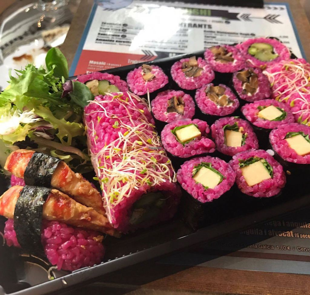 """Photo of Sushisa  by <a href=""""/members/profile/Kukiaries"""">Kukiaries</a> <br/>Bandeja de sushi vegano <br/> February 5, 2017  - <a href='/contact/abuse/image/85006/222961'>Report</a>"""