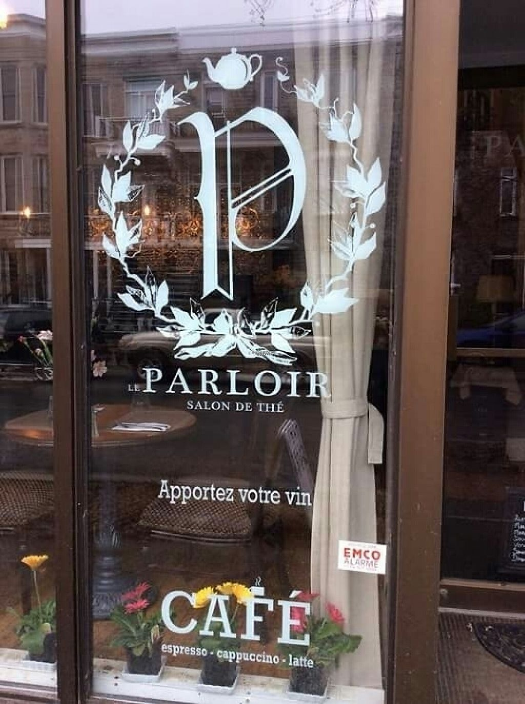 Photo of Le Parloir  by AnthimeLaurin <br/>Window <br/> January 15, 2017  - <a href='/contact/abuse/image/85022/212332'>Report</a>
