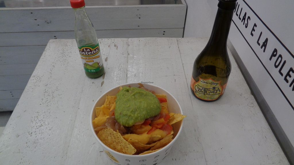 "Photo of Viva Nachos  by <a href=""/members/profile/theexternvoid"">theexternvoid</a> <br/>Nachos with guacamole, onions, and vegan creme with an artisan beer to wash it down <br/> October 1, 2017  - <a href='/contact/abuse/image/85080/310709'>Report</a>"