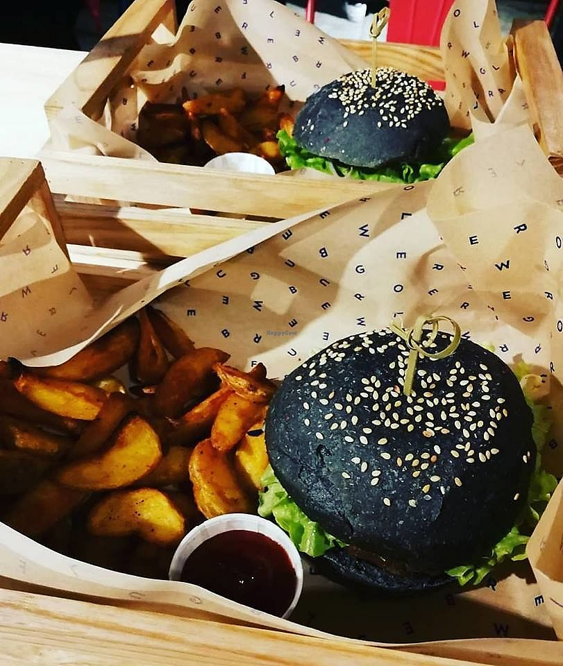 """Photo of Flower Burger  by <a href=""""/members/profile/BlisterBlue"""">BlisterBlue</a> <br/>THE Flower burger, super good! <br/> December 11, 2017  - <a href='/contact/abuse/image/85126/334736'>Report</a>"""