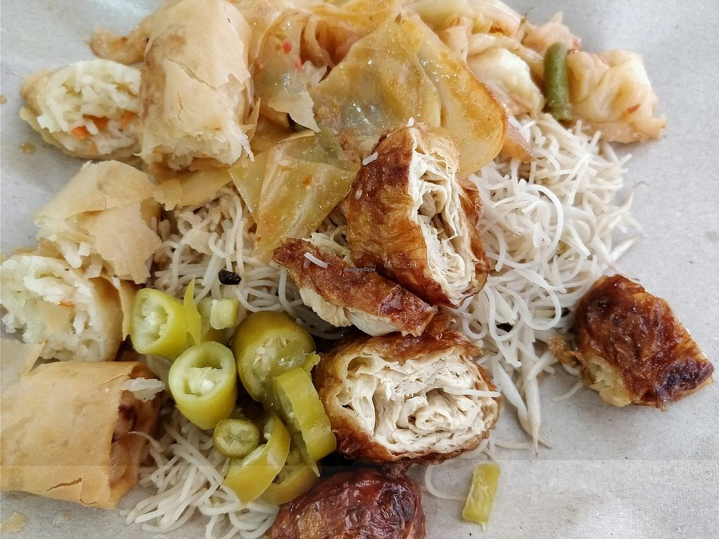 """Photo of Su Shi Ci Xin Vegetarian Food   by <a href=""""/members/profile/JimmySeah"""">JimmySeah</a> <br/>economic bee hoon with curry vegetables, spring rolls and mock chicken drumstick  <br/> February 10, 2018  - <a href='/contact/abuse/image/85226/357279'>Report</a>"""
