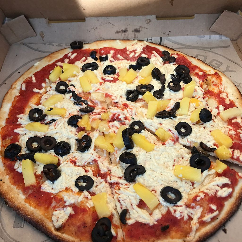 """Photo of Pieology  by <a href=""""/members/profile/chocolatespy"""">chocolatespy</a> <br/>vegan pie with olives and pineapple  <br/> April 15, 2017  - <a href='/contact/abuse/image/85237/248070'>Report</a>"""