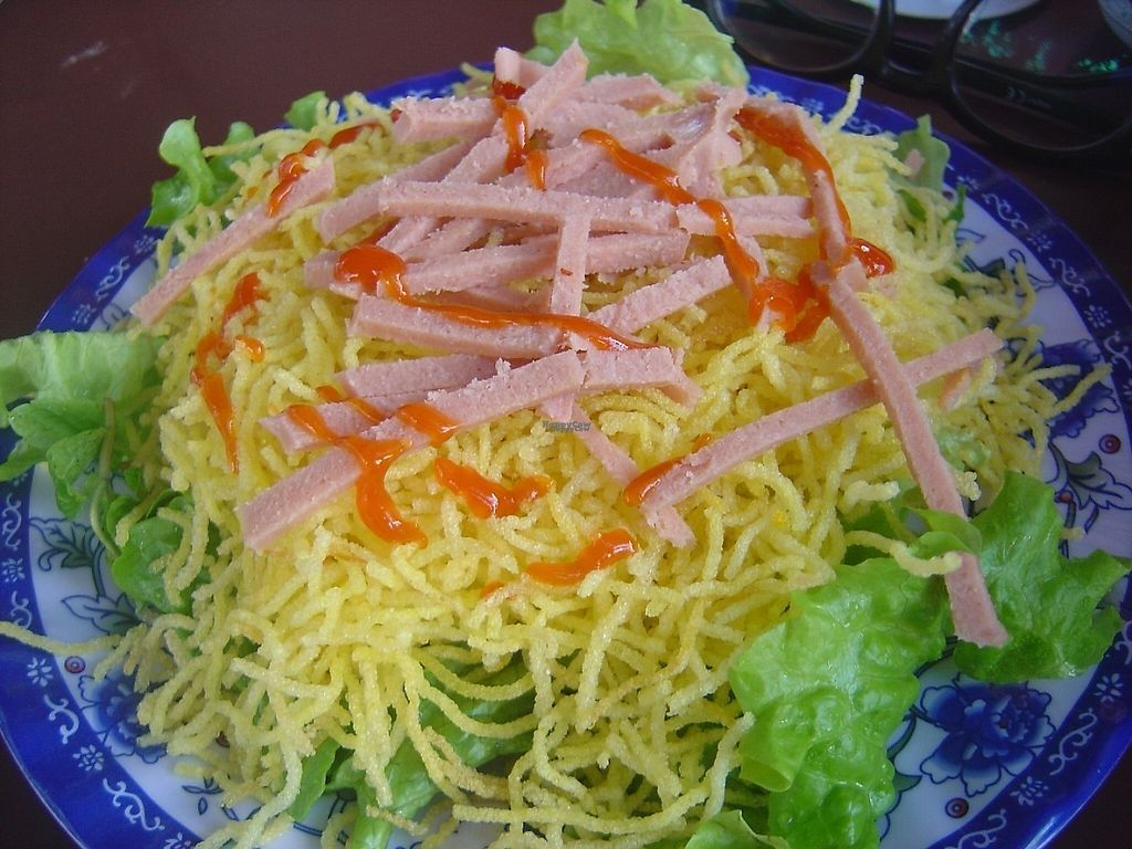 "Photo of Anh Dao Vang  by <a href=""/members/profile/mfalgas"">mfalgas</a> <br/>Crispy noodles with mock sausage <br/> January 10, 2017  - <a href='/contact/abuse/image/85271/210215'>Report</a>"