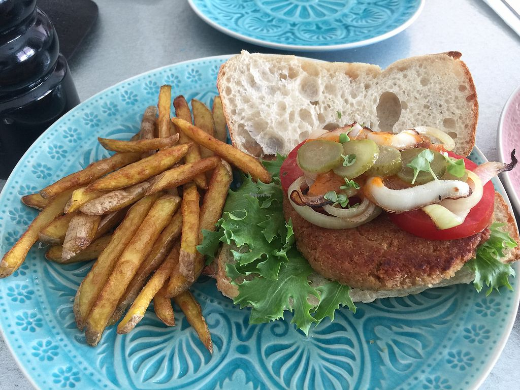 "Photo of Villa 23 Cafe  by <a href=""/members/profile/Tiggy"">Tiggy</a> <br/>Vegan burger - Something missing <br/> January 30, 2018  - <a href='/contact/abuse/image/85319/352728'>Report</a>"